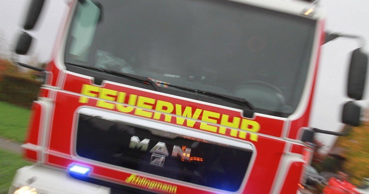 Feuerwehr-muss-auf-Spielplatz-eingeklemmtes-Kleinkind-befreien