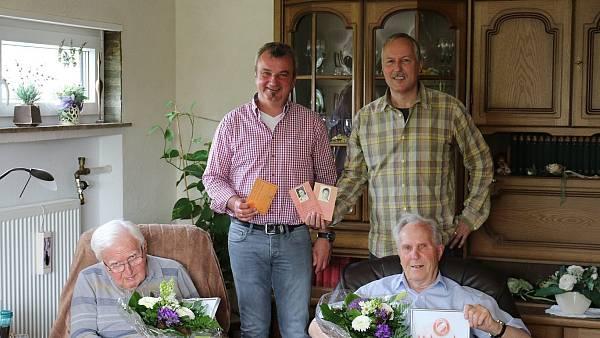 Zwei Männer sind RW Kirchlengern seit 70 Jahren treu | nw.de