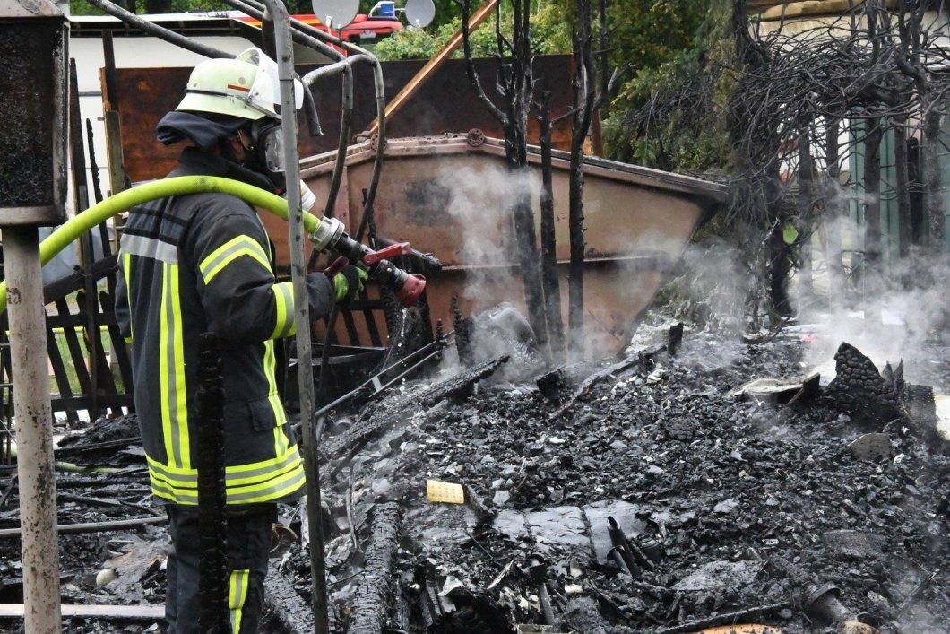 Unterkunft auf Campingplatz steht in Flammen - 10.000 Euro