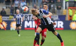 Schmerzen im Sprunggelenk: Arminia bangt um Einsatz von Amos Pieper gegen Mönchengladbach