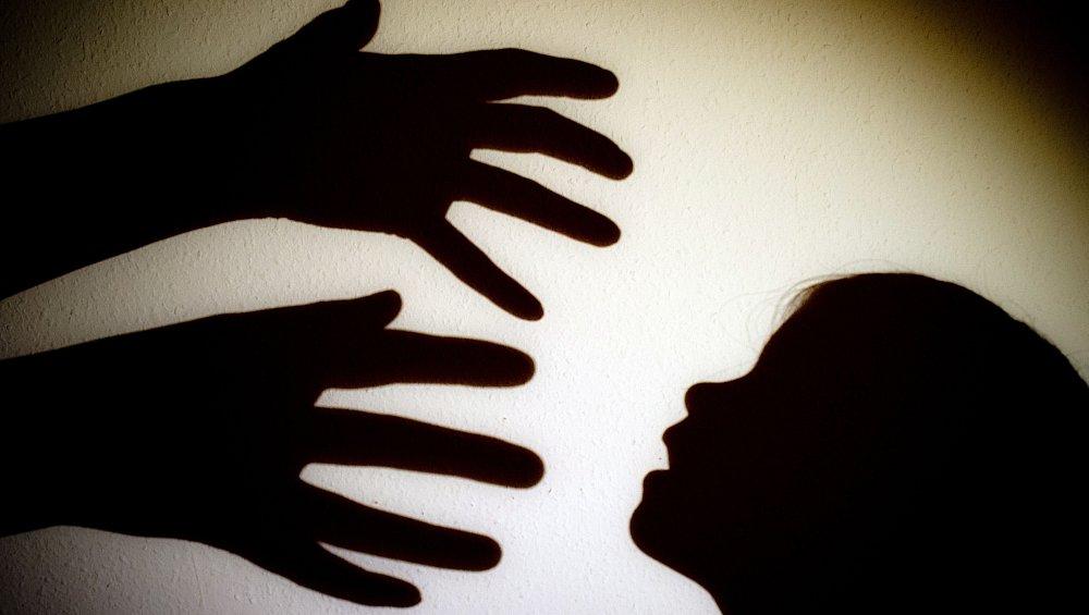 Vater soll seiner kleinen Tochter jahrelang sexuelle
