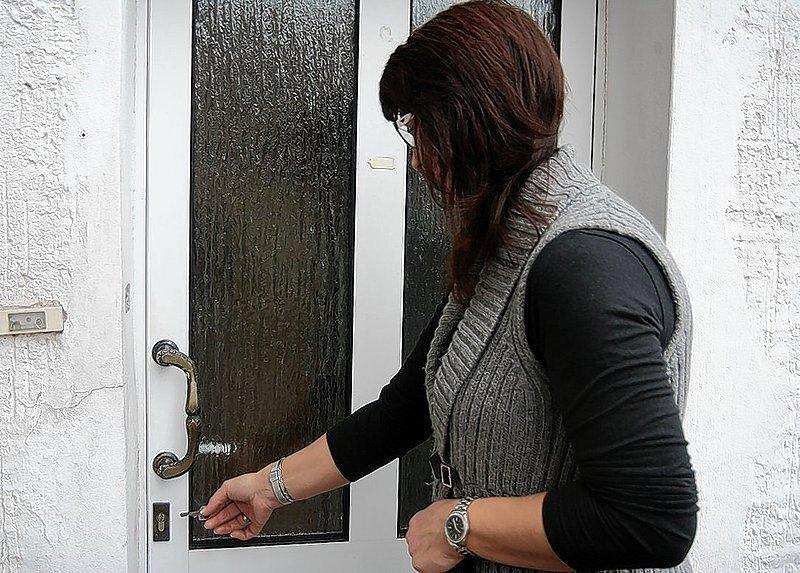 Heike Eisenkrätzer will sich für die Tür zum Büro einen Zweitschlüssel machen lassen.
