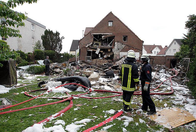 lka ermittler am explodierten haus in bielefeld neue westf lische lokal. Black Bedroom Furniture Sets. Home Design Ideas